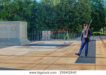 Arlington, Washington, Usa - September 6, 2018 : Changing Of The Guard At The Tomb Of The Unknown So