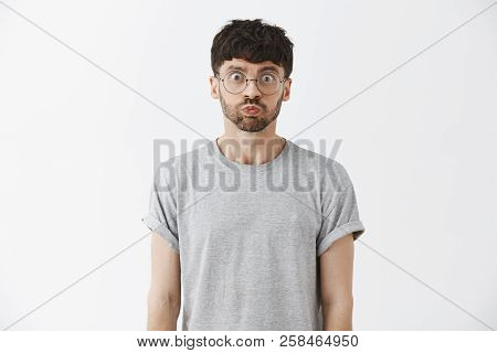Waist-up Shot Of Playful Good-looking And Stylish Caucasian Male Model With Beard In Grey T-shirt Ho
