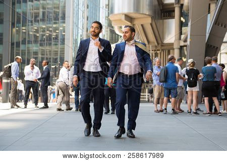 London, Uk - 26 June, 2018: Business People And Office Workers Walking Next To Lloyds Building In Th