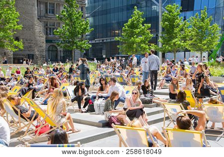 London, Uk - 26 June, 2018: Lots Of Business And Office People Having Lunch In The Square In Front O