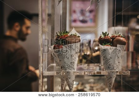 Chocolate Covered Strawberries Images Illustrations