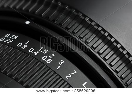 Focusing Ring With Distance Indicator Of Dslr Zoom Lens