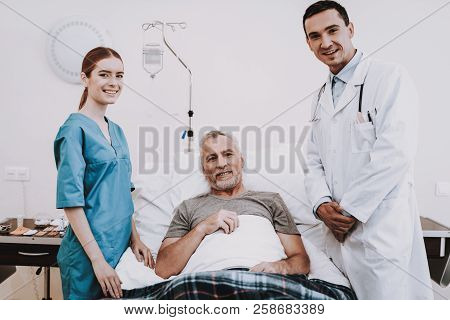Smile People In Hospital. Smile People In Clinic. Doctor With Patient. Doctor With Nurse. Doctor And