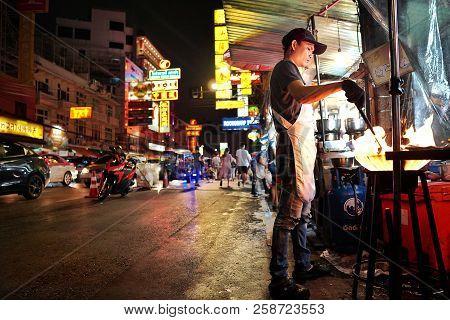 Bangkok,thailand - Sep 12 - 2018: Chef Cooking Stir Fried In A Frying Pan On Yaowarat Road At Night,