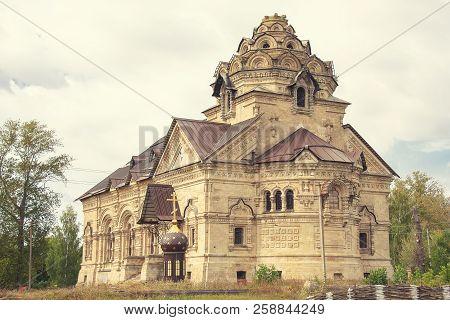 Lipetsk, Russia September 14, 2018: The Church Of Dimitry Thessaloniki In Berezovka, The Christian C