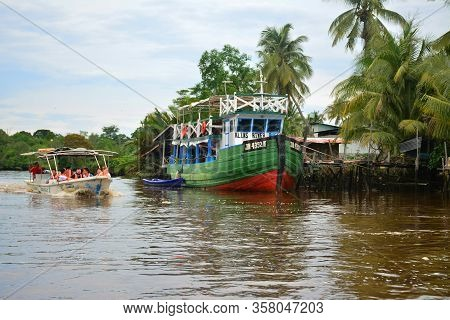Sabah, My - June 20: Klias River And Boat On June 20, 2016 In Sabah, Malaysia. Klias River Is A Mang