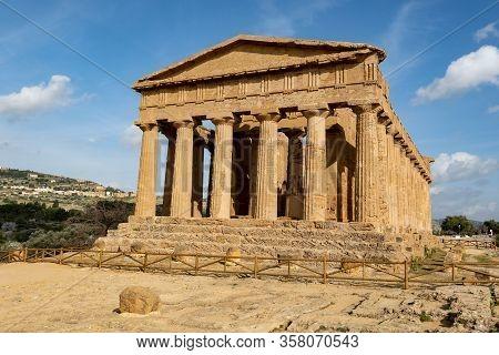 Tempio Della Concordia In Valley Of The Temples Near Agrigento, Sicily, Italy