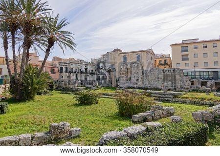 Temple Of Apollo (tempio Di Apollo) In Siracusa, Sicily, Italy In Sunny Afternoon