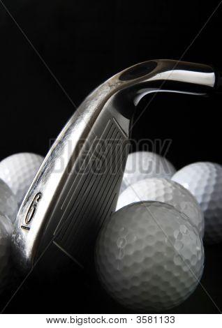 Club de golf y pelotas