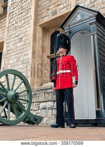 London, Uk - April, 2019: English Guard Soldier Patrolling In London. Royal Guard Of London At A Pos
