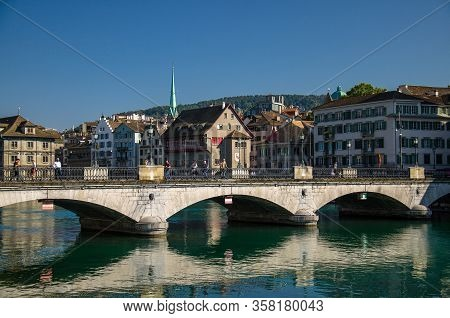 Zurich, Switzerland - September 13, 2016: Munsterbrucke Bridge Over The River Limmat In The Historic