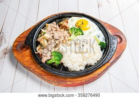 Korean-style Teppanyaki With Rice, Eggs, Vegetables,  Grilled Meat
