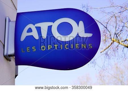 Bordeaux , Aquitaine / France - 02 02 2020 : Atol Optic Blue Logo Shop Sign Store French Optician Gl