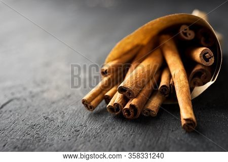 Clowe-up Cinnamon Sticks On A Dark Background.dark Mood.