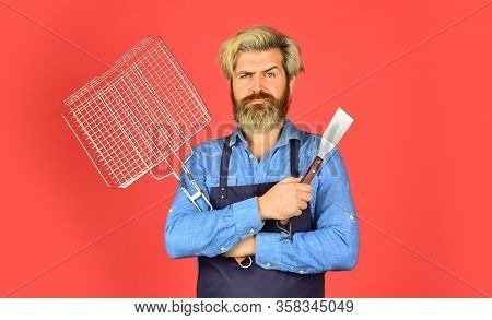Bbq American Tradition. Hipster Dyed Beard Promoting Bbq Equipment. Cooking Healthy. Bbq Food. Culin