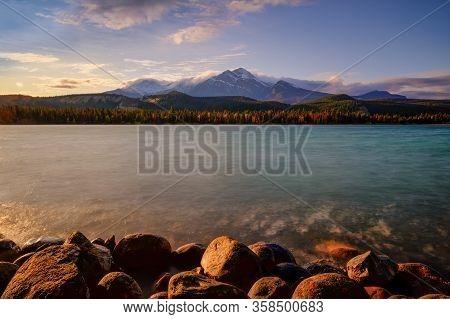 Edith Lake, Jasper Alberta Kanada Travel Destination