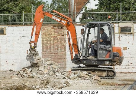 Buckingham, Uk - September 13, 2016. Builder Operating A Digger To Clear Rubble During A Demolition