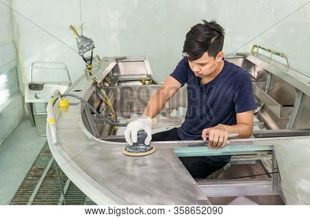 Aluminum Boat Painting Procedure At Service Center ,the Mechanic Is Using A Metal Grinder. , Surface