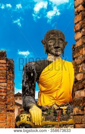 Ancient Big Buddha Ruin of Wat Pia Wat (16th century) Remaining from the war in Meuang Khoun Xieng K