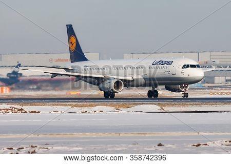Frankfurt / Germany - December 8, 2012: Lufthansa Airbus A321 D-aisv Passenger Plane Departure At Fr