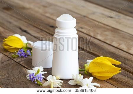 Roll On Deodorant Antiperspirant Fragrance Flower Health Care For Surface Armpit With White Flowers
