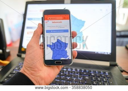 Paris , Seine / France - 10 11 2019 : Smartphone Web Site Of Leboncoin Company On Phone Screen Frenc