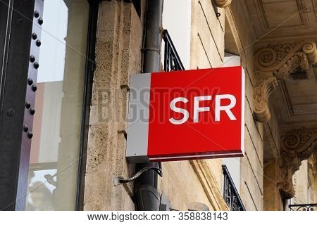 Bordeaux , Aquitaine / France - 10 28 2019 : Sfr Store Logo French Phone Operator Sign Shop Red