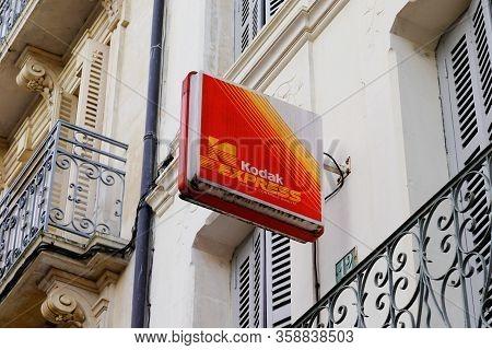Bordeaux , Aquitaine / France - 01 15 2020 : Kodak Express Store Logo Sign Developing Shop Photograp