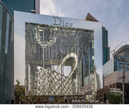 Shanghai, China - May 4, 2010: Busy Nanjing Road Upscale Shopping District. Closeup Of Sac Lady Dior
