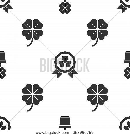 Set Four Leaf Clover In Pot, Medal With Four Leaf Clover And Four Leaf Clover On Seamless Pattern. V