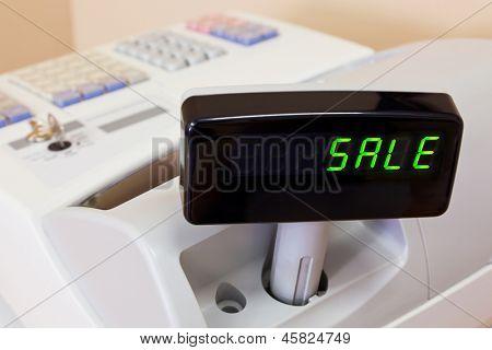 A palavra venda sobre a exibição de uma caixa registradora