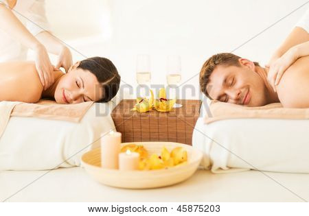 picture of couple in spa salon getting massage