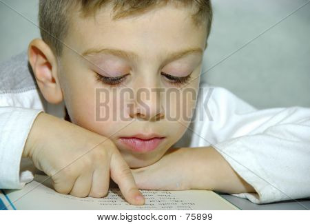 Niño leyendo 2