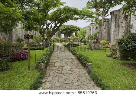 Exterior of the ruins of the Santiago Apostol cathedral in Cartago, Costa Rica.