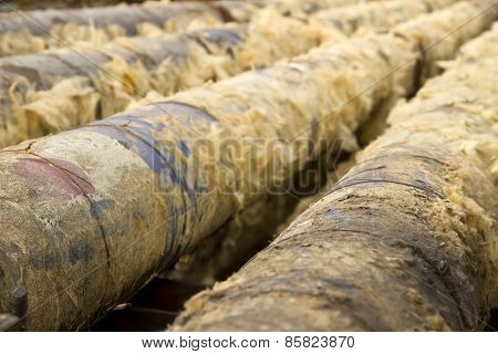 Old metal pipes are cleaned from glass wool