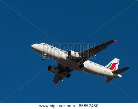 Passenger Plane Airbus A-320, Srilankan Airlines