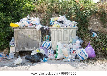 Overflowing Rubbish Bins