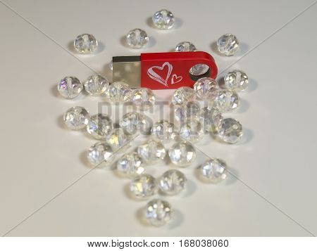 The red flash drive with heart and gems
