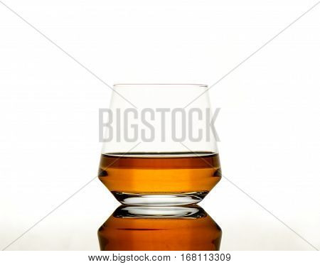 Whisky On Reflective Tabel
