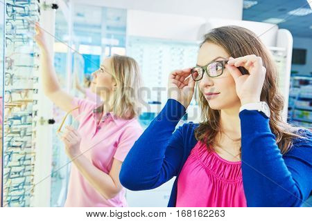 woman at eye glasses shop