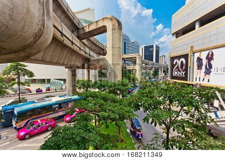 BANGKOK, THAILAND - NOVEMBER 25, 2009: Automobile traffic near the shoping centre on one of the central streets of Bangkok. The basic problem of the Asian megacities is the complicated traffic