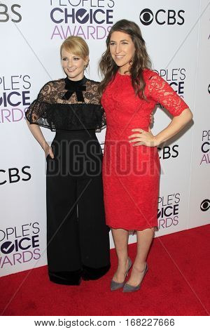 LOS ANGELES - JAN 18:  Mayim Bialik, Melissa Rauch at the People's Choice Awards 2017 at Microsoft Theater on January 18, 2017 in Los Angeles, CA