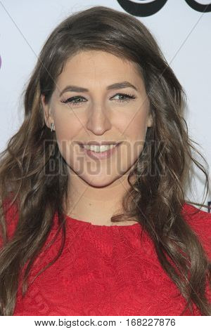 LOS ANGELES - JAN 18:  Mayim Bialik at the People's Choice Awards 2017 at Microsoft Theater on January 18, 2017 in Los Angeles, CA