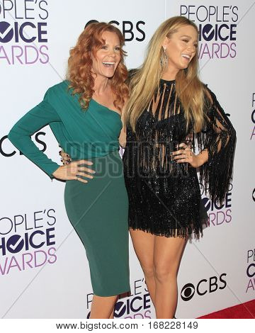 LOS ANGELES - JAN 18:  Robyn Lively, Blake Lively at the People's Choice Awards 2017 at Microsoft Theater on January 18, 2017 in Los Angeles, CA