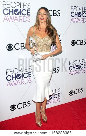 LOS ANGELES - JAN 18:  Sofia Vergara at the People's Choice Awards 2017 at Microsoft Theater on January 18, 2017 in Los Angeles, CA