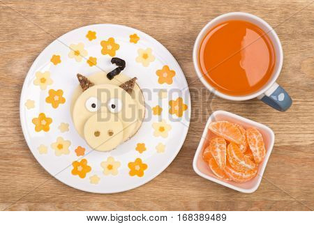 Funny sandwiches for kids in shape of a piggy
