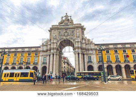 LISBON PORTUGAL - SEPTEMBER 27 2013: City Center Rua Augusta triumphal arch at Commerce Square