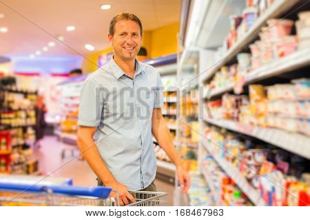 adult man buying groceries at the supermarket