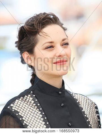 Actress Marion Cotillard attends 'It's Only The End Of The World (Juste La Fin Du Monde)' during the Photocall - The 69th Cannes Film Festival on May 19, 2016 in Cannes.