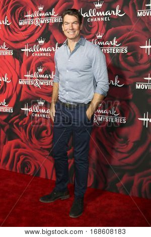 LOS ANGELES - JAN 14:  Jerry O'Connell at the Hallmark TCA Winter 2017 Party at Rose Parade Tournament House  on January 14, 2017 in Pasadena, CA